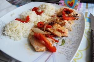 Wok de pavo con arroz blanco